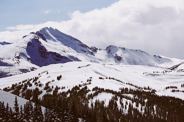 mountain-1209387_640