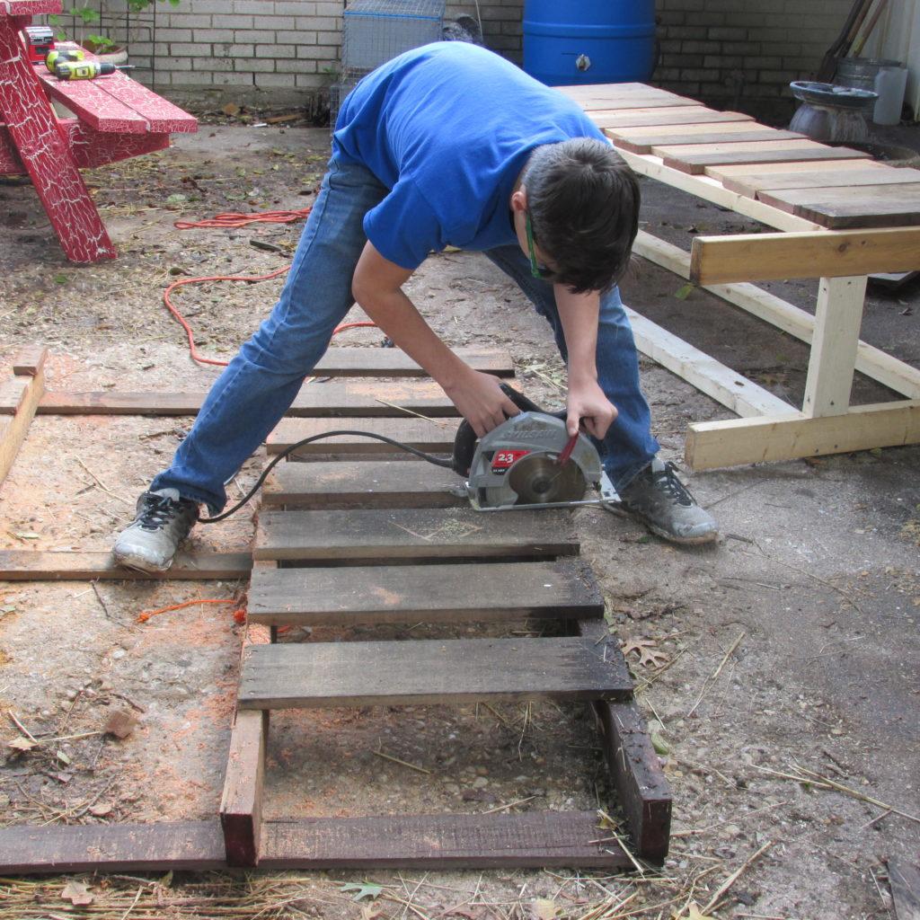 rabbit-hutch-cleaning-coop-compost-den-prob-006